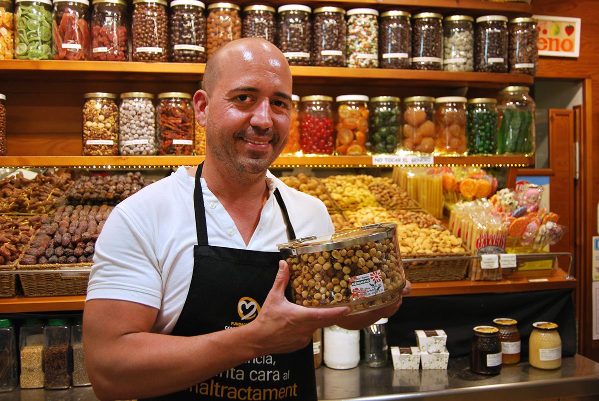 Frutas Gimeno, almendra mallorquina en Mercat de l'Olivar